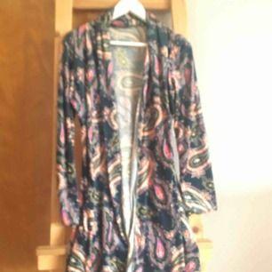 Kimono,kofta jacka i vackert mönster xs- small