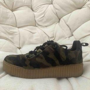 Camo imiterade sneakers med hög sula💫 storlek 39 säljer nu pga för stora, FRAKT: 59 kr💓