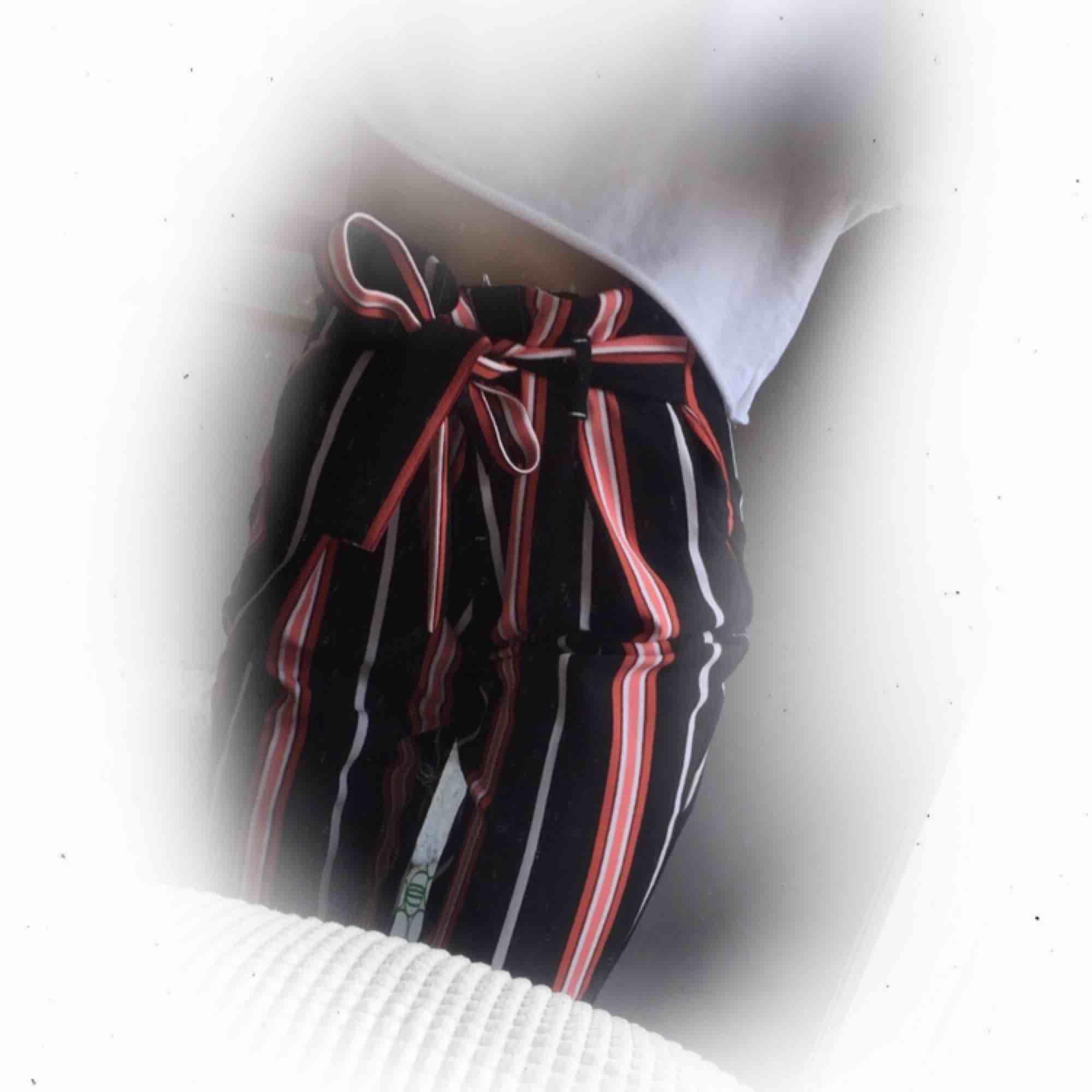 Byxor från River Island 199:- inkl. frakt Resort och knytbar midja. Jeans & Byxor.