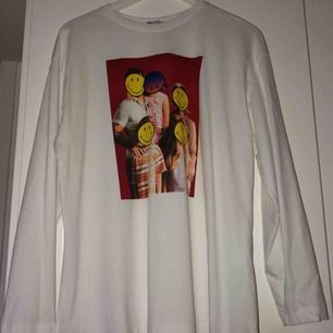 Overzise tröja ifrån Zara, aldrig använd. Köparen står för frakt :)