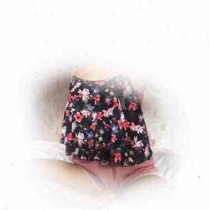♡ Blommigt linne från Hollister ♡ 69:- inkl. frakt ♡  Tjusterbara axelband