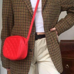 Röd söt liten väska. Kan mötas på södermalm. Frakt tillkommer! ❤️❤️❤️