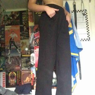 Vida sköna byxor från lager157, använda en gång. Jag är 177cm lång och dom är korta på mig när jag sitter etc.
