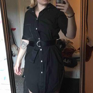 Snygg svart skjort klänning från Hope