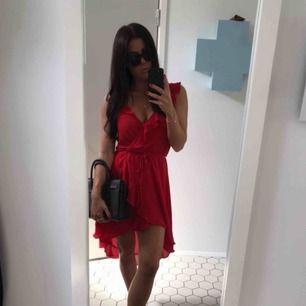 Röd klänning H&M. Använd 1 gång. Frakt tillkommer