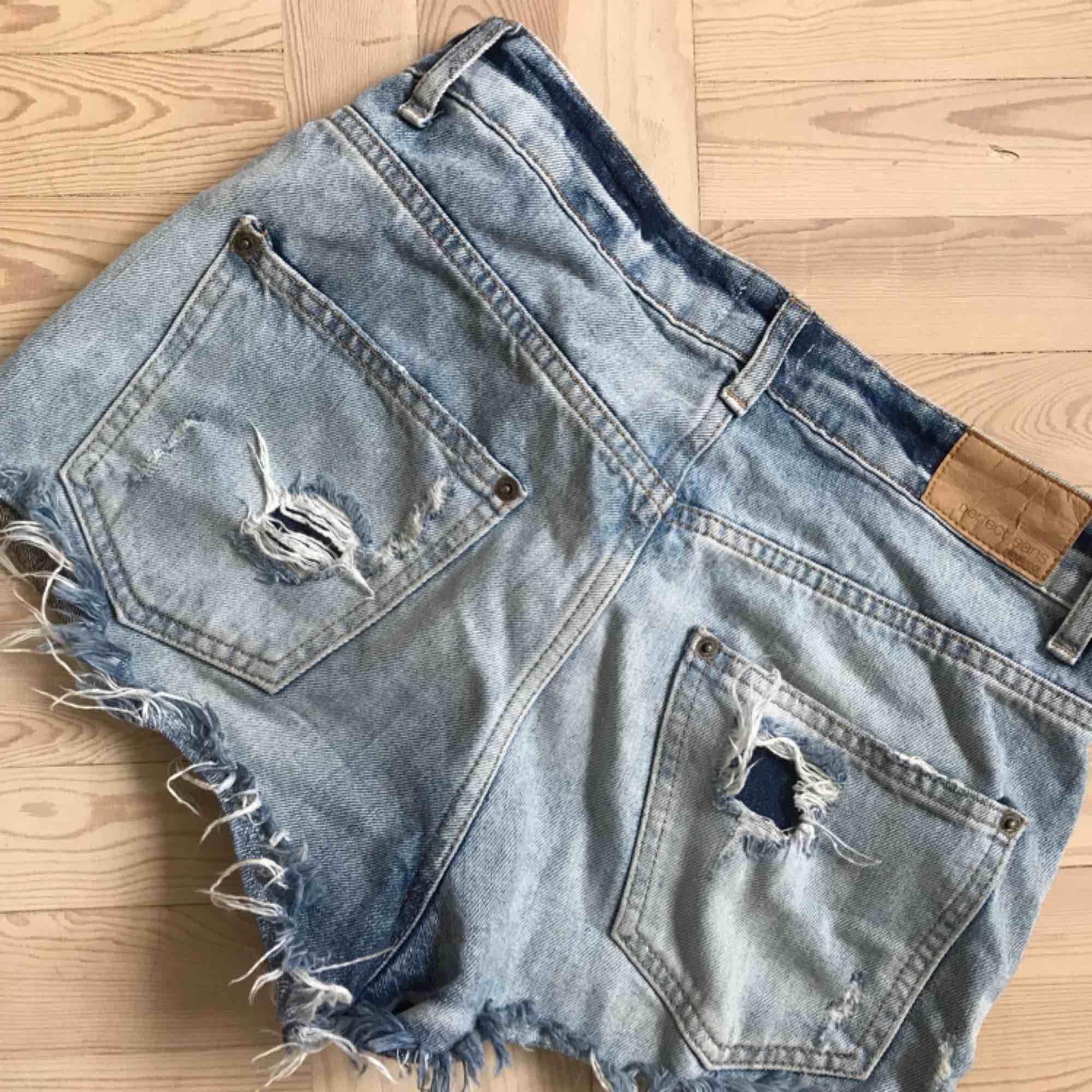 Frakt tillkommer :). Shorts.