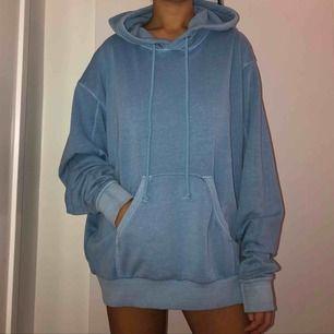 Oversized hoodie från Weekday. Aldrig använd.