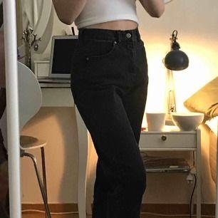Helt oanvända byxor från dr denim! Köpta för cirka 400. Möts upp i Stockholm, fraktar ej.