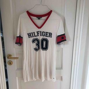 T-shirt från Tommy Hilfiger i storlek S. Köpt i NYC. Frakt tillkommer.