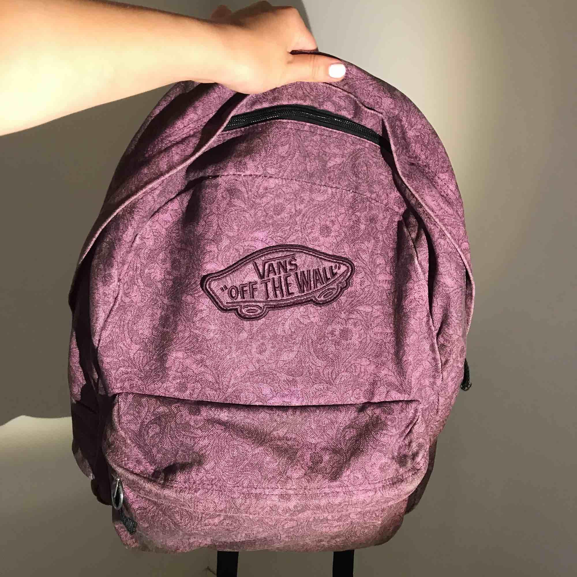 Skitsnygg ryggsäck från Vans. Köparen står för frakt 💜. Väskor.