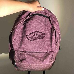 Skitsnygg ryggsäck från Vans. Köparen står för frakt 💜