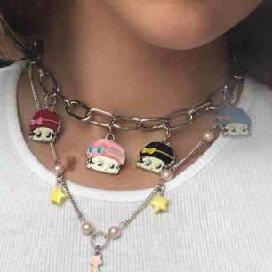 jättegulligt halsband med stjärnor på ♡ fick det i present för länge sedan, och har slutat använda det :) inget problem med kvalitén, men knäppet är lite missfärgat ♡