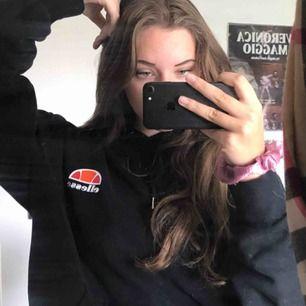 Svart hoodie från Ellesse. Strl XL unisex, jätte fin och bra skick. 200kr🌹