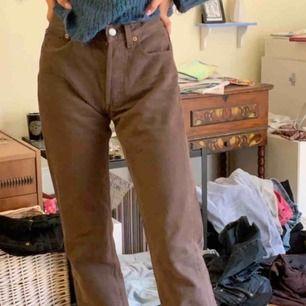 Bruna högmidjade Levis jeans!! Verkligen så najs och i jättebra skick, för små för mig dock :/