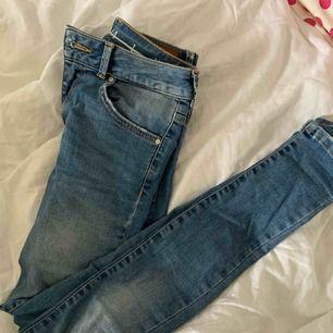Tighta och stretchiga jeans från bikbok. Fint skick, inte mycket använda sen de köptes för 600kr. Säljer pga för liten storlek