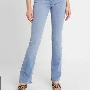 Två Levi's bootcut 715 jeans. Knappt använda. Båda jeansen kan köpas för 1100. Nypris 1200