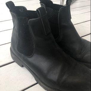 Svarta boots från dinsko Frakt 50kr