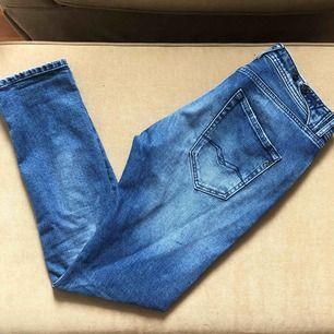 Blåa jeans från Replay i storlek 26. (Sista bilden visar hur dem sitter, boyfriend modell) frakt tillkommer.