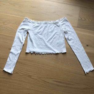 Croppad off-shoulder tröja från H&M Frakt tillkommer