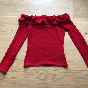 Off-shoulder tröja från Nelly Frakt tillkommer