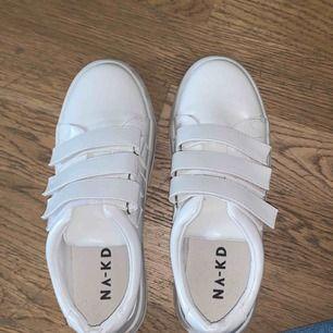 Velcro Sneakers white från nakd. Aldrig använda eftersom jag beställde fel storlek.