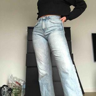 Weekday jeans i modellen Voyage Frakt tillkommer