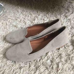 Ljusgråa skor från HM. Aldrig använda/som nya.