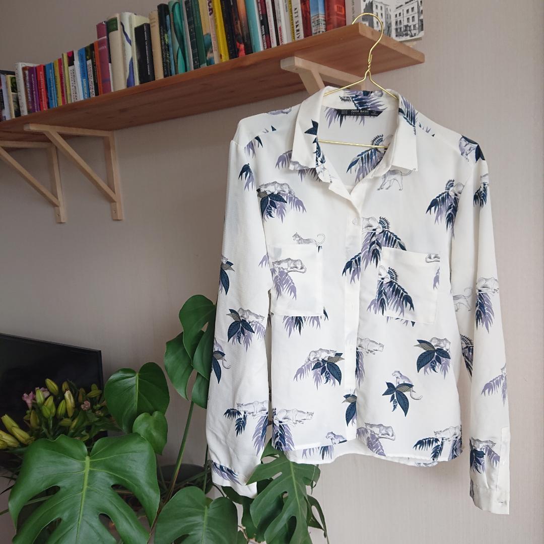 Skjorta med härlig mönster från Zara. Står att den är i storlek XL men den känns snarare som en M. I mycket bra skick! . Skjortor.