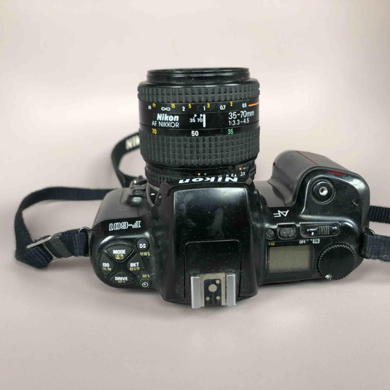 NIKON F-601 35mm Film SLR analog. Fungerar utmärkt, men saknar linsskydd och laddarsladd till batteri.   Ny pris €79,95. Accessoarer.