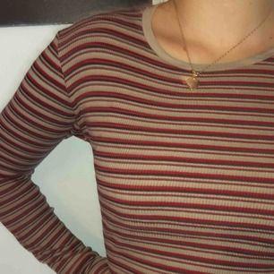 Hur gullig som helst tröja från Brandy Melville i ett randigt mönster med fina & höstliga färger- köpt i Sthlm för 2 år sedan men är ändå knappt använd. Den är i one size men jag skulle säga att den passar olika storlekar, från XS-M. 💫