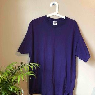 Oversized vintage tröja. I storlek XL men supersnyggt att använda som oversized till ett par najs byxor! Betalning sker via Swish eller uppmötning i Göteborg ❤️❤️ OBS köparen står för frakt