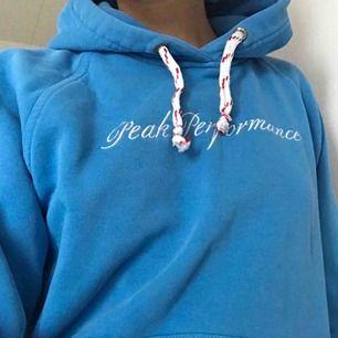 Jättefin peak performance hoodie som jag inte tror går att köpa i affär längre 🌸