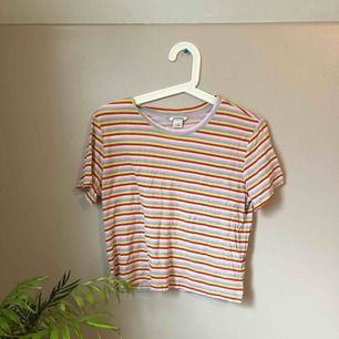 Söt randig tröja i storlek S. Betalning sker via Swish eller uppmötning i Göteborg ❤️❤️ OBS köparen står för frakt