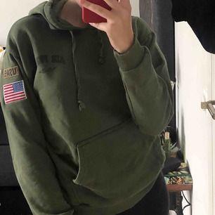 USAF tröja köpt på topshop för några år sedan fortfarande i bra skick även om den är väl använd.