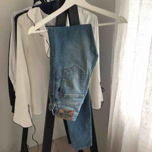 Superfina jeans från carlings. Sitter perfekt på den som är lite smalare. Mina favoritjeans som tyvärr blivit för små.