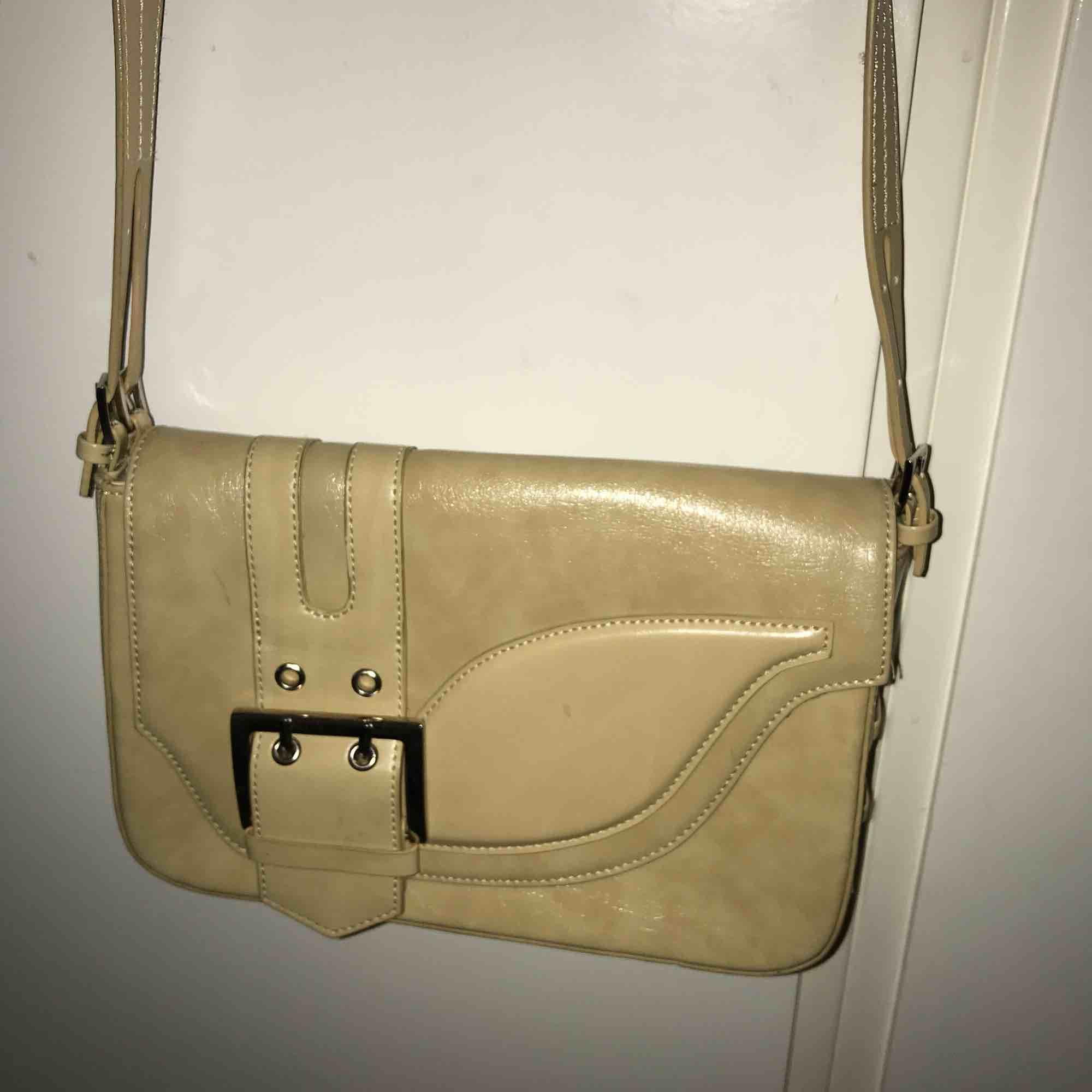 Vintage väska, aldrig använd. Jättebra skick. . Väskor.