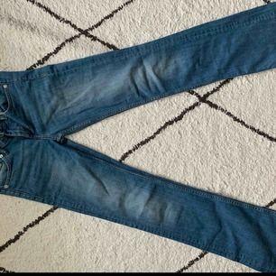 Bootcut-jeans från H&M. Köpta för några år sedan. Knappt använda så bra skick. Säljer pga för små i storlek!
