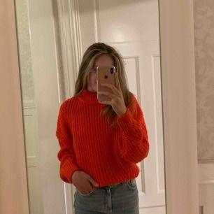 Stickad tröja från H&M. Såå himla mysig och sticks inte alls! Om du undrar något eller vill ha fler bilder är det bara att fråga! ❤️