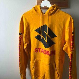 Justin Bieber x H&M tröja med luva i storlek XS herr, använd en del gånger men i fortfarande bra skick.
