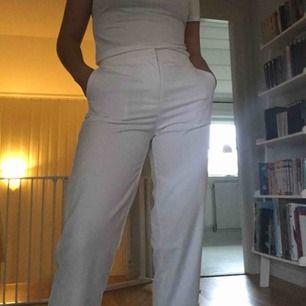 Vita kostymbyxor från Y.A.S. Använda endast en gång. Köparen står för frakten