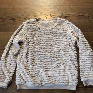 Ljusrosa Mysig tröja från pimkie( butik i Spanien) aldrig använd! Super skönt material. Köptes för 349kr