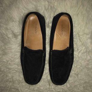Klassiska loafers från gant. I använt men fint skick!! Pris kan diskuteras