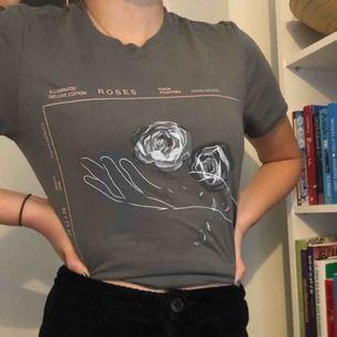 Shawn Mendes t-shirt köpt på hans konsert för 2 år sedan men är använd endast en gång. Köparen står för frakt💋