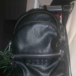 Guess ryggsäck  Använd några ggr  Kan posta