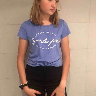 Super fin t-shirt med tryck! Aldrig använd!