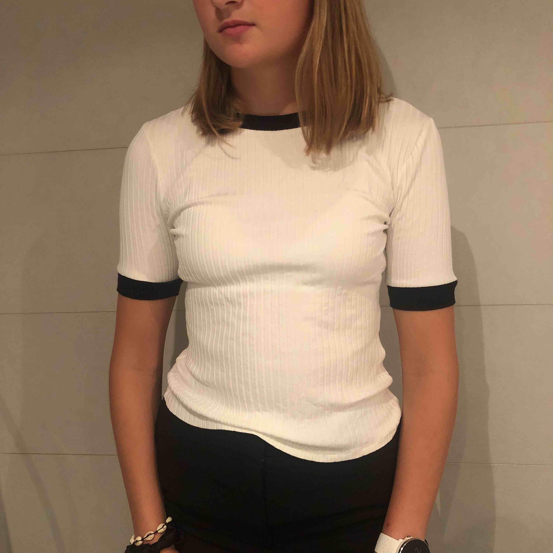 Super fin och stilig tröja från Zara!. T-shirts.