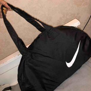 Svart ny Nike träningsväska