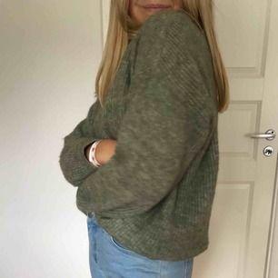 Stickad tröja köpt på Lindex, perfekt till hösten. 150 + frakt.