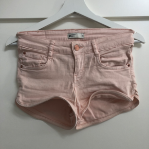 Sköna shorts. Använda ett par gånger.