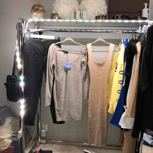 1. Kostymbyxor från mango. XS 100 kr 2. Beige klänning från missguided. XS 100 kr 3. Beige klänning från missguided. XS 100 kr